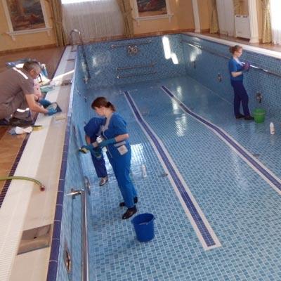 Компания бассейна